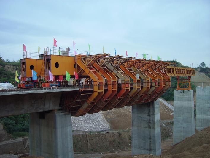 混凝土预制箱梁,移动模架法图片