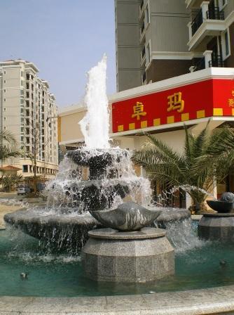 某商业街喷泉
