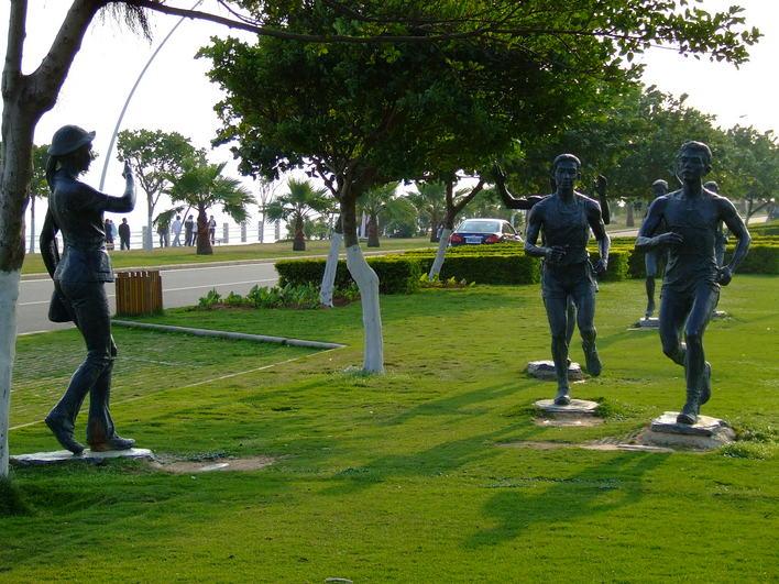 图纸 园林设计图  人物雕塑    厦门环岛路上的马拉松运动人物雕塑