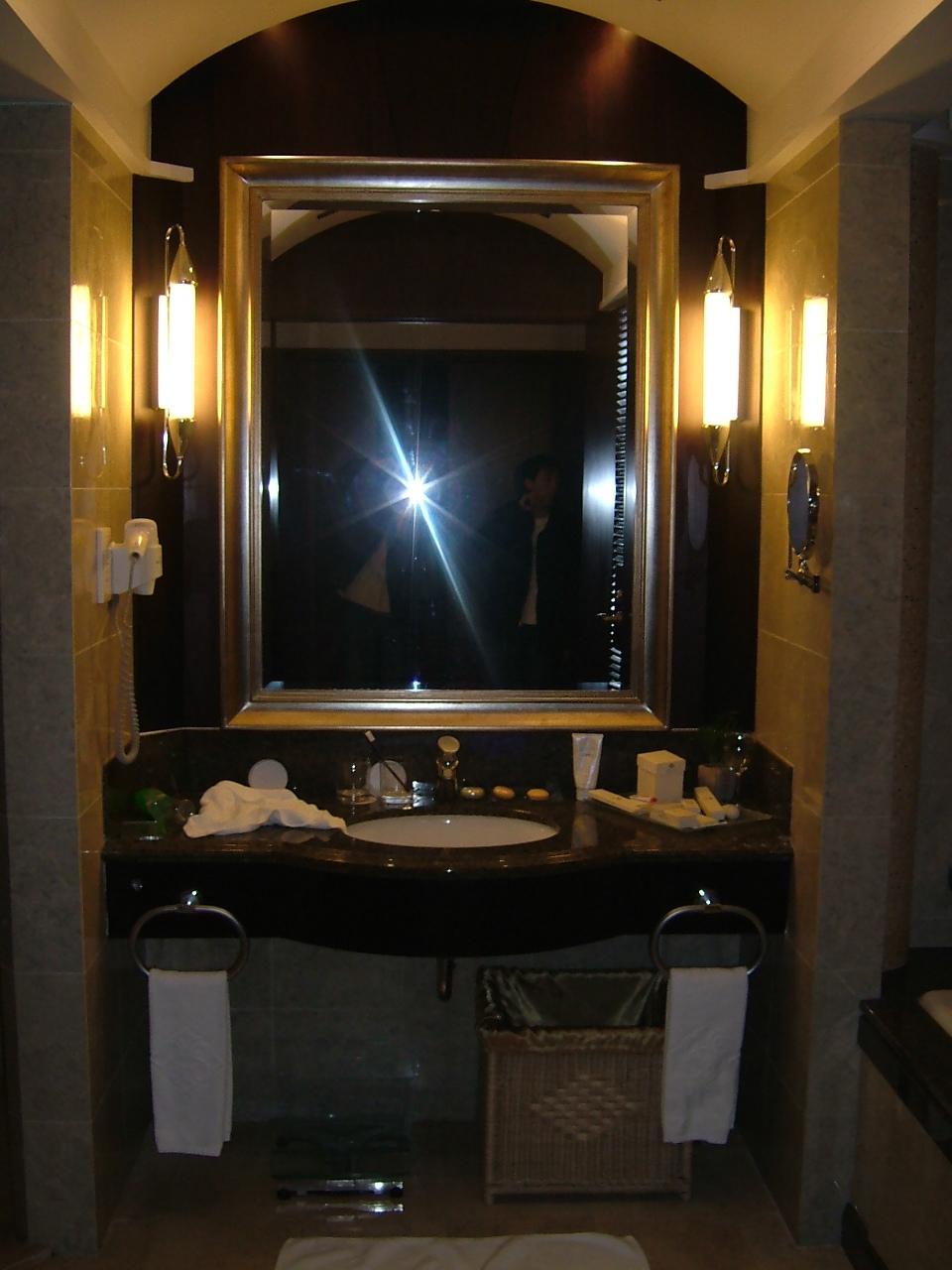 简介:五星级酒店卫生间全套施工图包括:平面