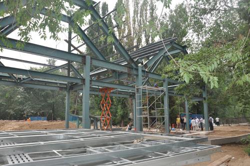 这座建筑就是北京动物园2011年水禽湖景区改造项目中的主题建筑——