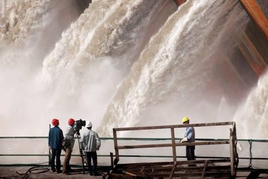 溪洛渡水电站六大坝导流底孔开始过流