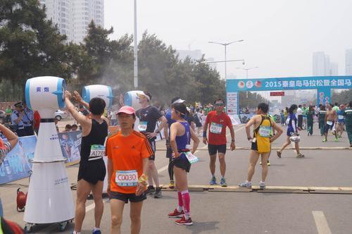干雾降温机器人2015秦皇岛马拉松暨全国马拉松锦标赛